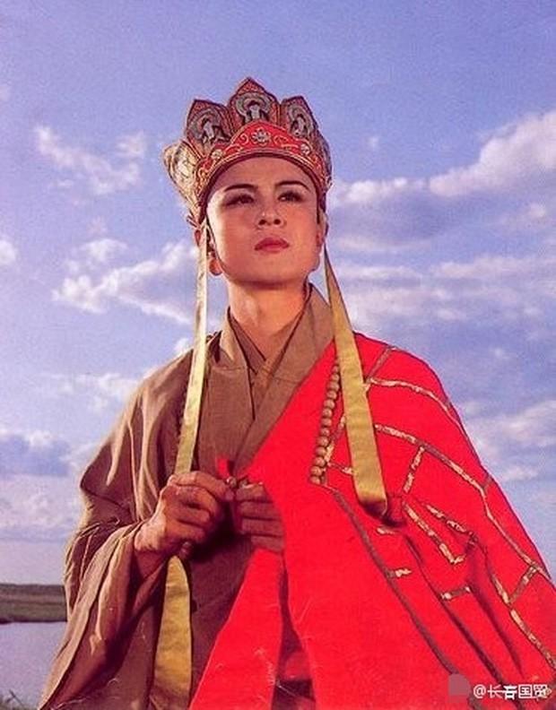 Sao Cbiz lỗi thời: Đường Tăng đi hát hội chợ kiếm tiền, Nhĩ Thái kéo fame bằng hình ảnh gây sốc - Ảnh 1.