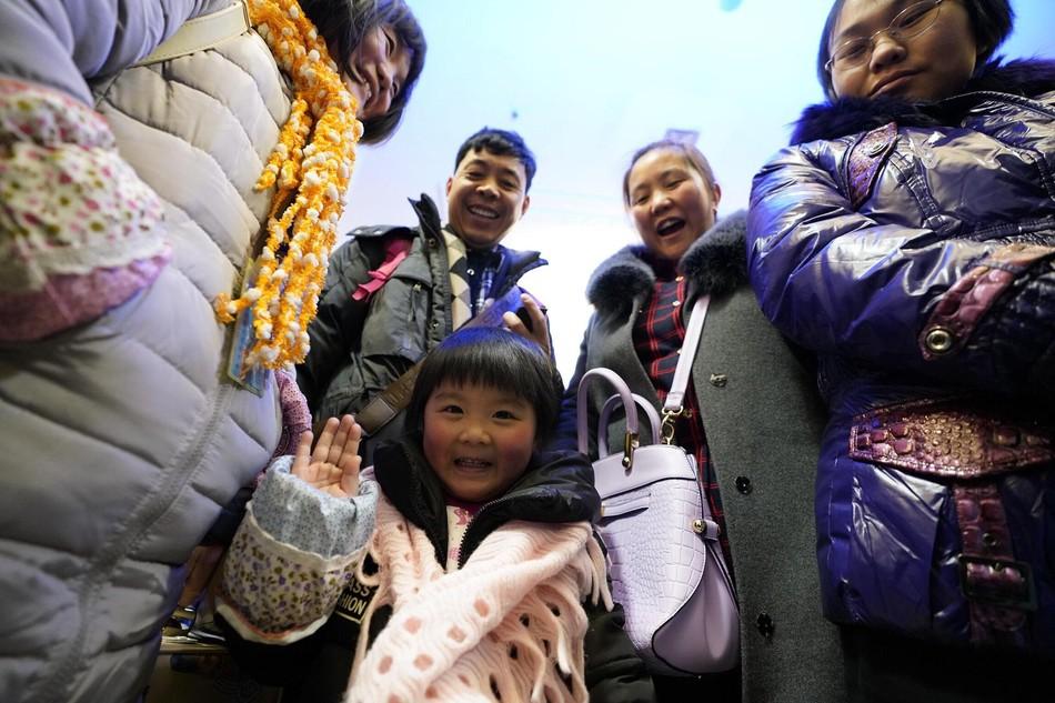 Muôn vàn cảm xúc của hàng triệu người dân Trung Quốc trong cuộc đại di cư về quê ăn Tết lớn nhất năm - Ảnh 11.