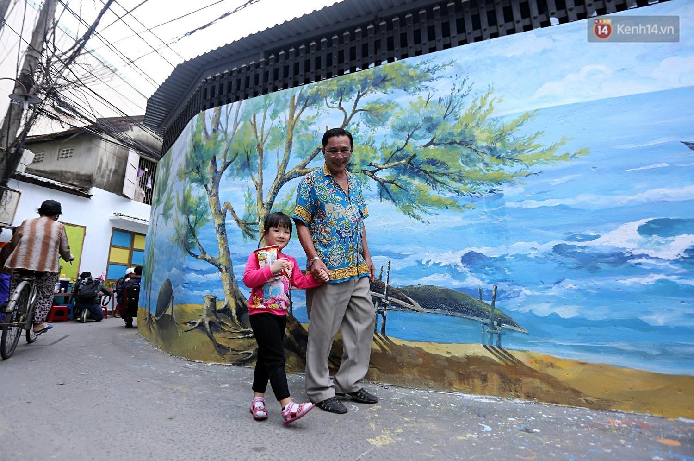 Chùm ảnh: Ngắm nhìn những bức tranh đầu tiên ở làng bích họa trong lòng thành phố Đà Nẵng - Ảnh 1.