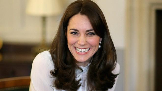 Công nương Kate Middleton cũng chỉ dùng loại keo xịt tóc phổ biến có giá chưa đến 300.000VNĐ - Ảnh 1.