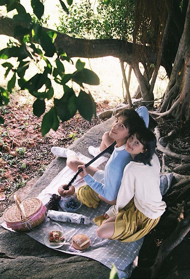 Thêm một bộ ảnh couple chụp bằng máy film tình đến từng khoảnh khắc - Ảnh 3.