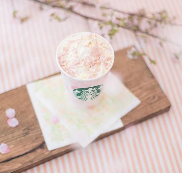 Đón chào mùa xuân 2018, Starbucks Nhật Bản ra dòng sản phẩm mới với hương vị hoa anh đào độc đáo - Ảnh 1.