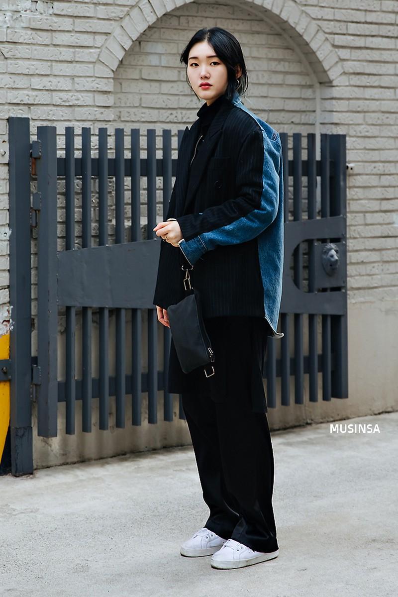 Bỏ qua váy vóc, tuần qua giới trẻ Hàn chỉ toàn diện đồ thùng thình nam tính nhưng dễ là bạn sẽ muốn bắt chước ngay vì quá cool - Ảnh 6.