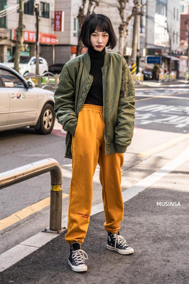 Bỏ qua váy vóc, tuần qua giới trẻ Hàn chỉ toàn diện đồ thùng thình nam tính nhưng dễ là bạn sẽ muốn bắt chước ngay vì quá cool - Ảnh 3.