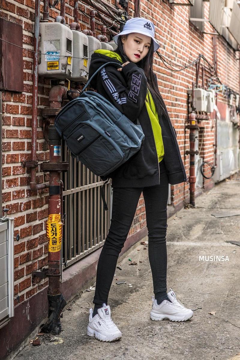 Bỏ qua váy vóc, tuần qua giới trẻ Hàn chỉ toàn diện đồ thùng thình nam tính nhưng dễ là bạn sẽ muốn bắt chước ngay vì quá cool - Ảnh 9.