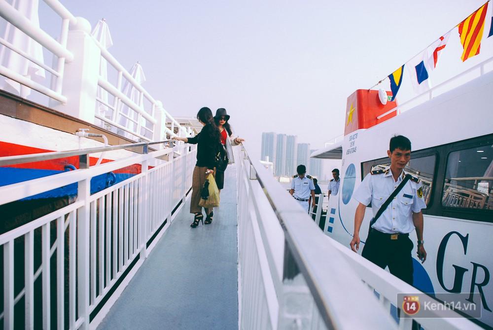 Hiện tàu sẽ xuất bến tại bến Bạch Đằng (cùng với tàu buýt đường sông).