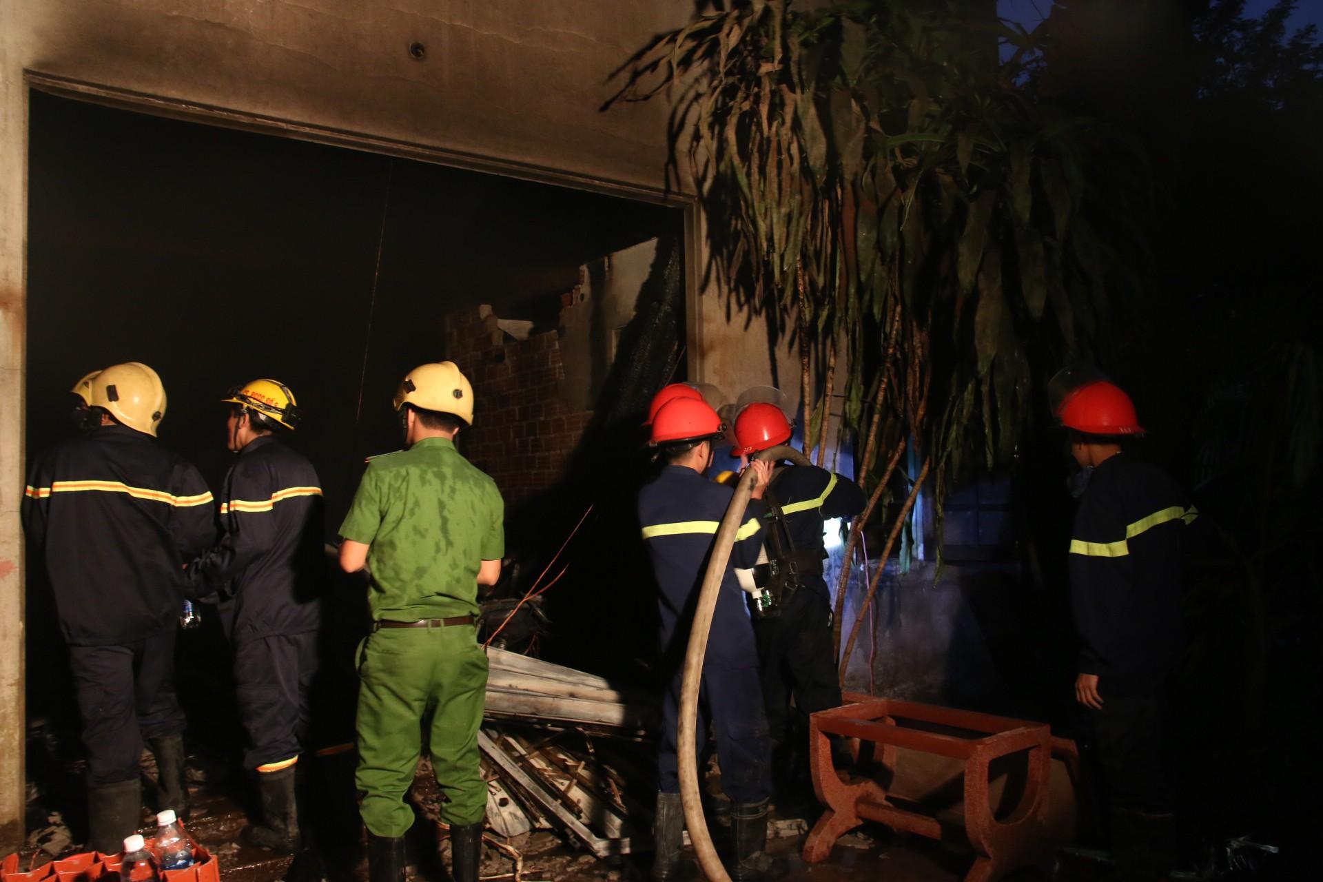 Đà Nẵng: Cháy lớn tại xưởng gỗ, hàng trăm cảnh sát PCCC được huy động dập lửa - Ảnh 3.