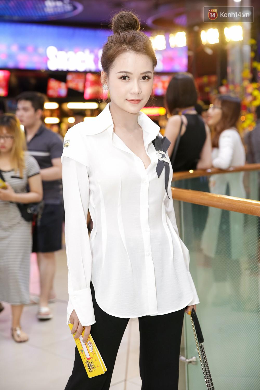 Đông Nhi, Isaac, Rocker cùng dàn sao Việt nô nức trẩy hội, ủng hộ phim Tết của Ngô Thanh Vân - Ảnh 18.