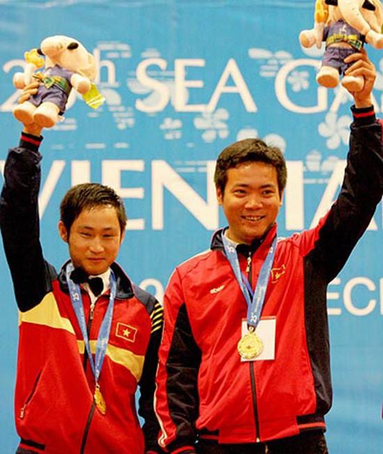 Thủ môn Bùi Tiến Dũng đấu giá găng tay, ủng hộ nhà vô địch SEA Games bị mắc ung thư - Ảnh 1.