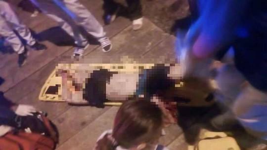 Mất mạng vì chụp hình tự sướng trên đường ray - Ảnh 1.