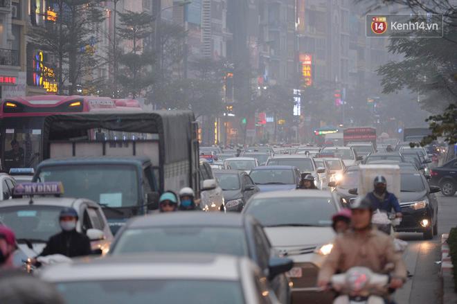Hà Nội: Tắc nghẽn kinh hoàng làm tê liệt nhiều tuyến đường ngày cận Tết 1