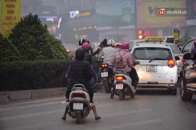 Hà Nội: Tắc nghẽn kinh hoàng làm tê liệt nhiều tuyến đường ngày cận Tết 4