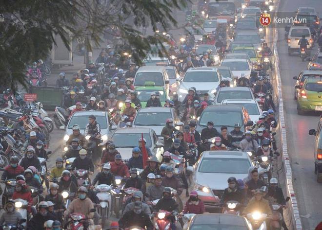 Hà Nội: Tắc nghẽn kinh hoàng làm tê liệt nhiều tuyến đường ngày cận Tết 7