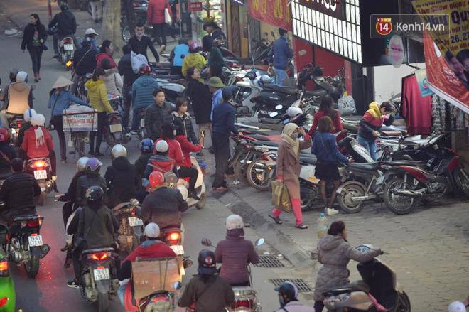 Hà Nội: Tắc nghẽn kinh hoàng làm tê liệt nhiều tuyến đường ngày cận Tết 9