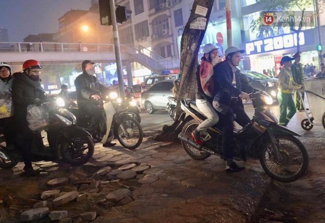 Hà Nội: Tắc nghẽn kinh hoàng làm tê liệt nhiều tuyến đường ngày cận Tết 13