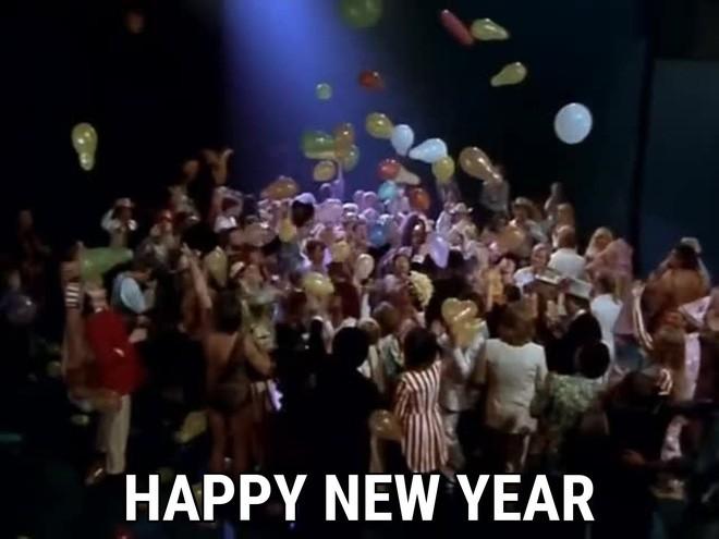 Nghe Happy New Year là thấy rạo rực Tết nhưng mấy ai biết ca khúc lại mang ý nghĩa đau buồn, suy tư đến thế này - Ảnh 2.