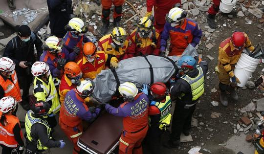Động đất Đài Loan: Cặp đôi đến chết vẫn còn ôm nhau - Ảnh 2.