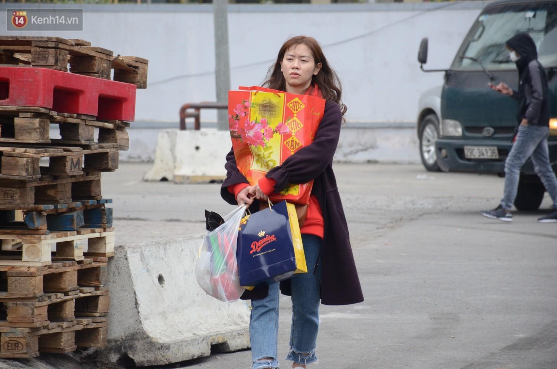 Chùm ảnh: Những ngày cận tết, người dân Hà Nội chen chân trong siêu thị để mua sắm - Ảnh 9.
