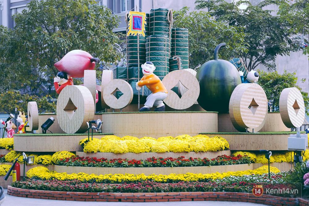 Chùm ảnh: Ngắm đường hoa Nguyễn Huệ đang được gấp rút hoàn thành trước ngày khai mạc - Ảnh 13.