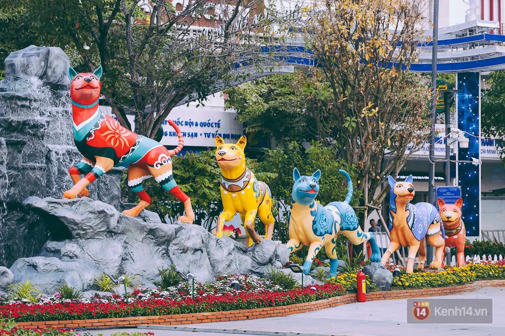 Chùm ảnh: Ngắm đường hoa Nguyễn Huệ đang được gấp rút hoàn thành trước ngày khai mạc - Ảnh 8.
