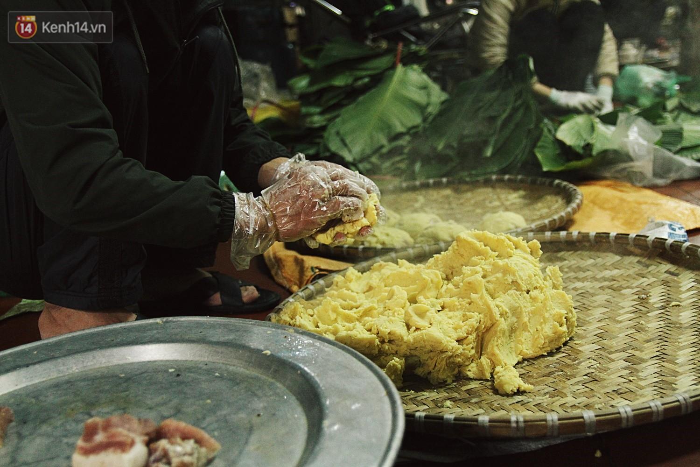 Chùm ảnh: Làng bánh chưng Tranh Khúc tất bật những ngày giáp Tết truyền thống - Ảnh 10.
