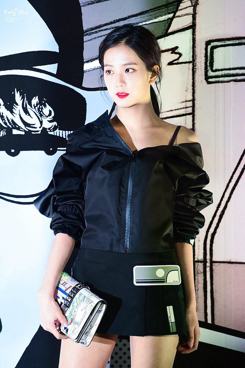 Cách khoe dáng của mỹ nhân Black Pink nhà YG quyền lực: Bó, cộc hết cỡ để không lộ 1% mỡ thừa - Ảnh 17.