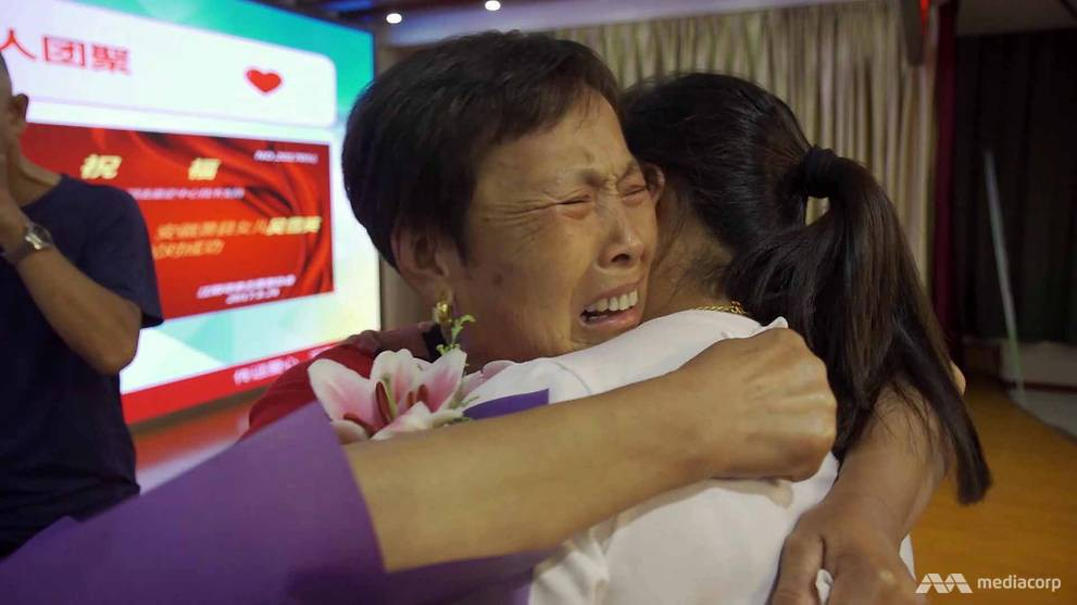 Cuộc trùng phùng trong nước mắt của 2 mẹ con sau 39 năm xa cách: nỗi buồn từ chính sách một con của Trung Quốc - Ảnh 1.
