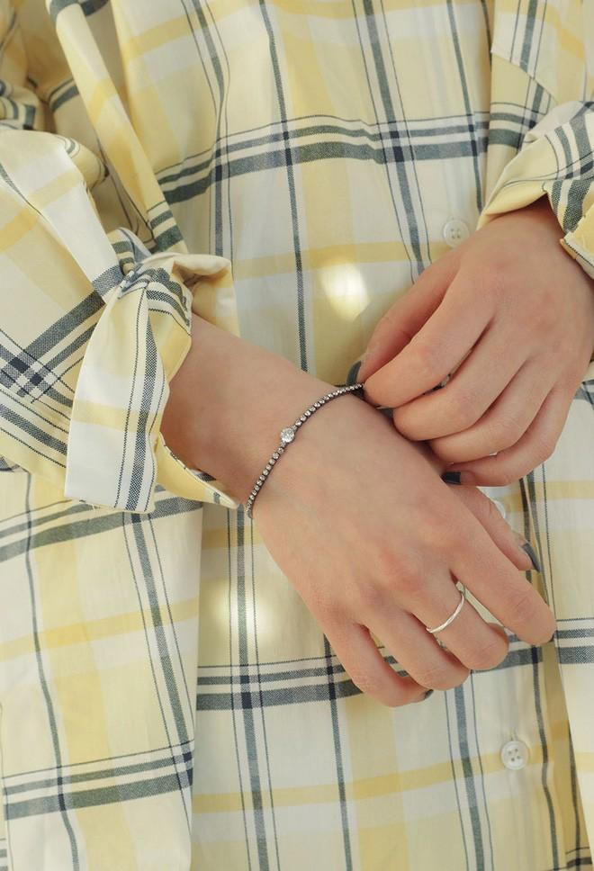 Không cần váy áo cầu kỳ, loạt trang sức nhỏ này sẽ giúp cho set đồ của bạn thêm thu hút trong mắt chàng - Ảnh 6.