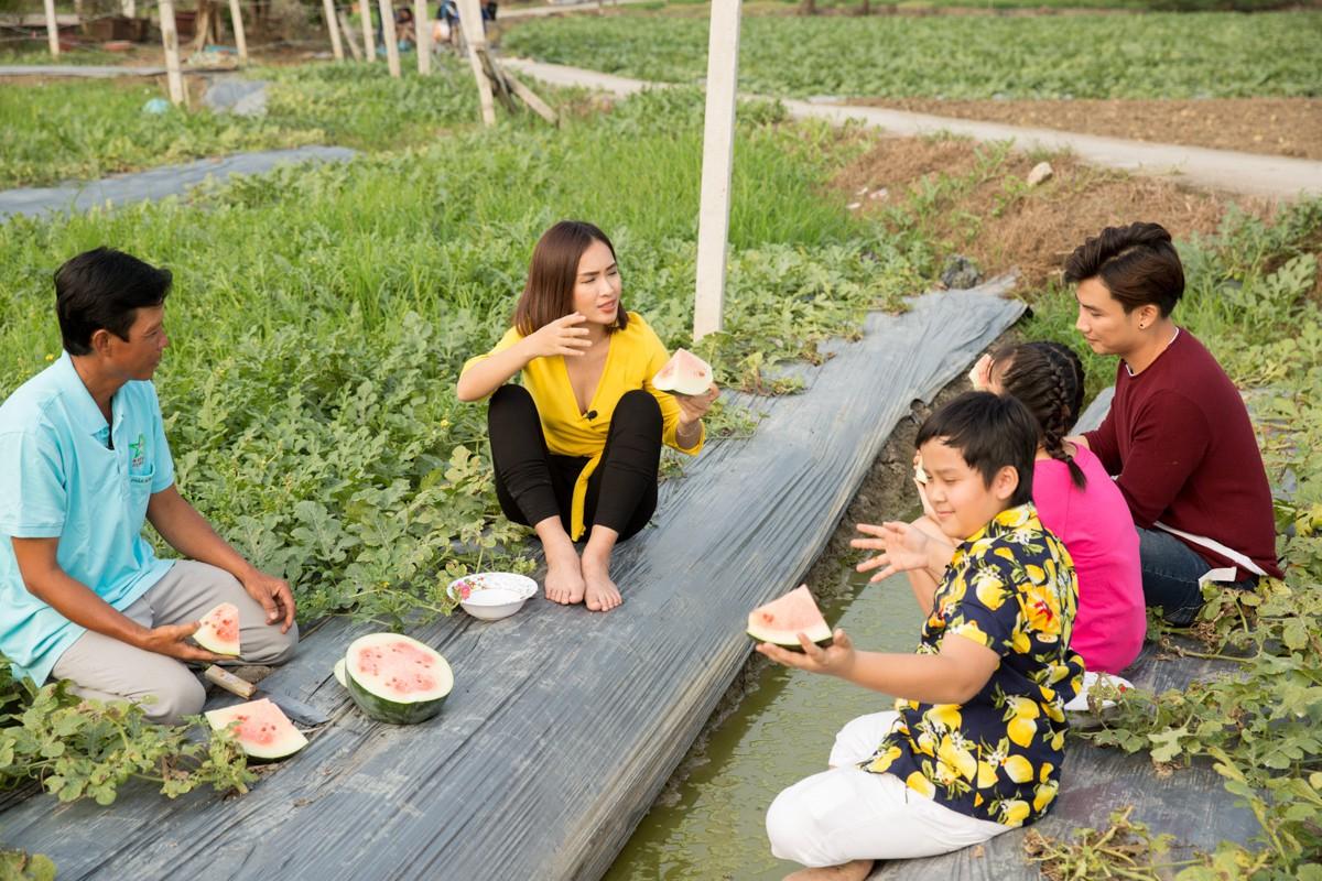 Việt Nam tươi đẹp: Ái Phương, Chí Thiện cùng bé Bảo An, Thụy Bình trải nghiệm Tết phương Nam - Ảnh 3.
