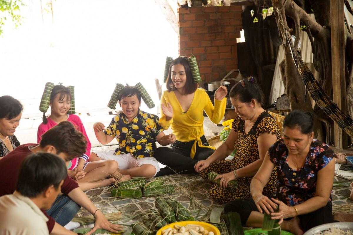 Việt Nam tươi đẹp: Ái Phương, Chí Thiện cùng bé Bảo An, Thụy Bình trải nghiệm Tết phương Nam - Ảnh 8.