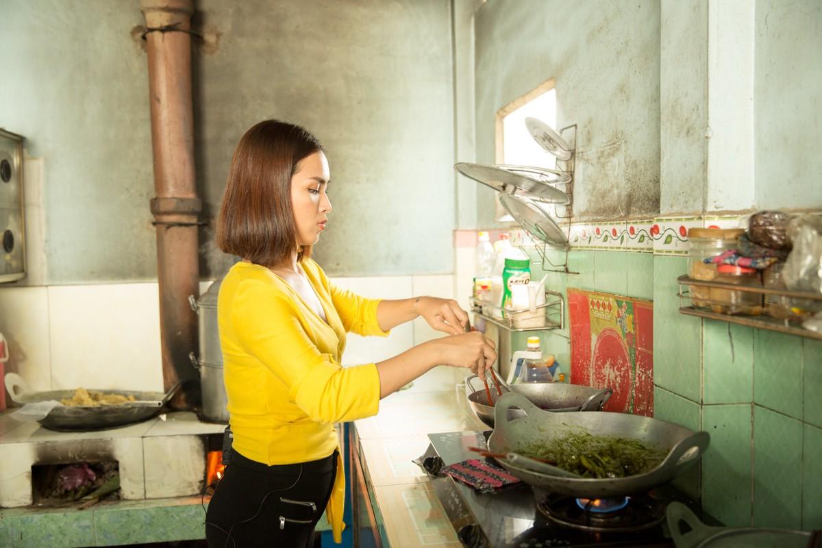 Việt Nam tươi đẹp: Ái Phương, Chí Thiện cùng bé Bảo An, Thụy Bình trải nghiệm Tết phương Nam - Ảnh 4.