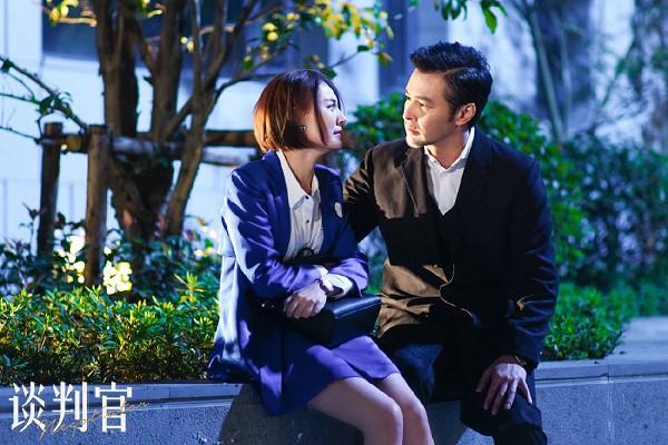 """""""Người Đàm Phán"""": Dương Mịch ghen lồng lộn vì bạn trai thân mật với chân dài! - Ảnh 9."""