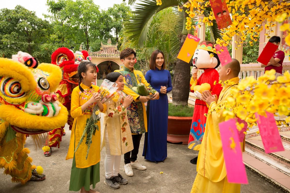 Việt Nam tươi đẹp: Ái Phương, Chí Thiện cùng bé Bảo An, Thụy Bình trải nghiệm Tết phương Nam - Ảnh 10.