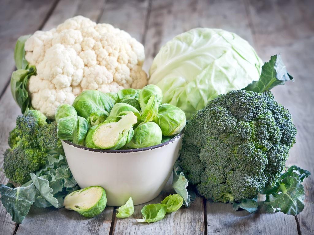 Muốn cơ thể không bốc mùi khó ngửi khi đi chơi Tết thì nên lưu ý hạn chế nạp các loại thực phẩm này - Ảnh 1.