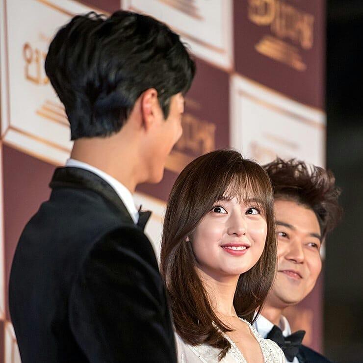 Nam tài tử may mắn nhất châu Á: Từ nữ thần Hậu duệ mặt trời, Yoona cho đến loạt mỹ nhân đều nhìn ngẩn ngơ - Ảnh 2.
