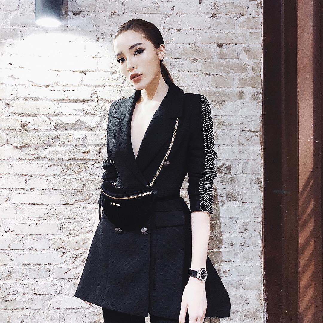 Cùng diện chung mẫu vest cá tính: trong khi Kỳ Duyên kín như bưng, Hòa Minzy lại khoe chân thon dài - Ảnh 5.