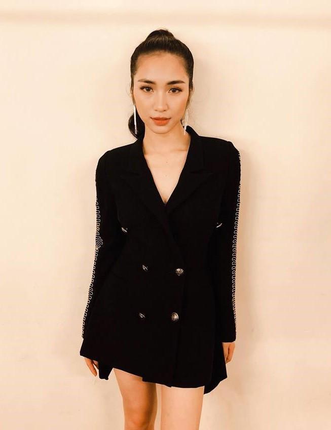 Cùng diện chung mẫu vest cá tính: trong khi Kỳ Duyên kín như bưng, Hòa Minzy lại khoe chân thon dài - Ảnh 2.