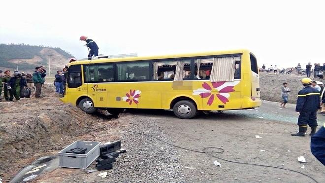 Chùm ảnh: Hiện trường vụ lật xe kinh hoàng ngày giáp Tết khiến 2 người chết, 11 người bị thương ở Đà Nẵng - Ảnh 10.