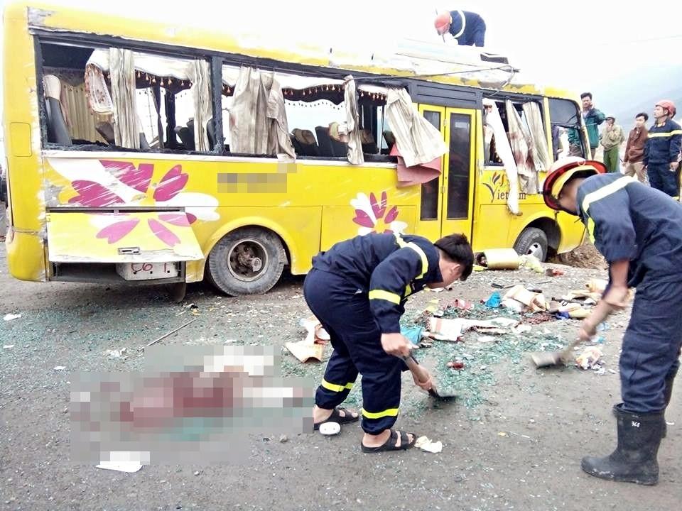 Chùm ảnh: Hiện trường vụ lật xe kinh hoàng ngày giáp Tết khiến 2 người chết, 11 người bị thương ở Đà Nẵng - Ảnh 9.
