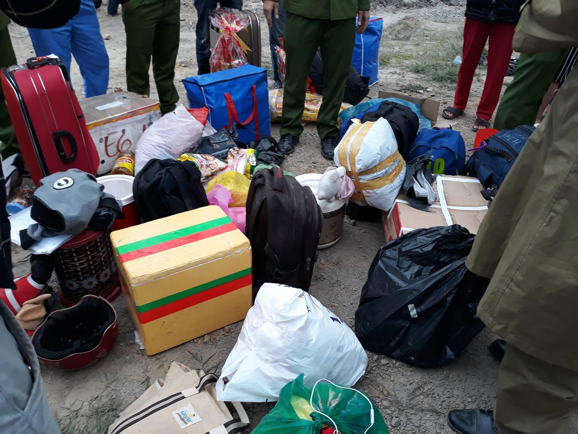 Chùm ảnh: Hiện trường vụ lật xe kinh hoàng ngày giáp Tết khiến 2 người chết, 11 người bị thương ở Đà Nẵng - Ảnh 6.