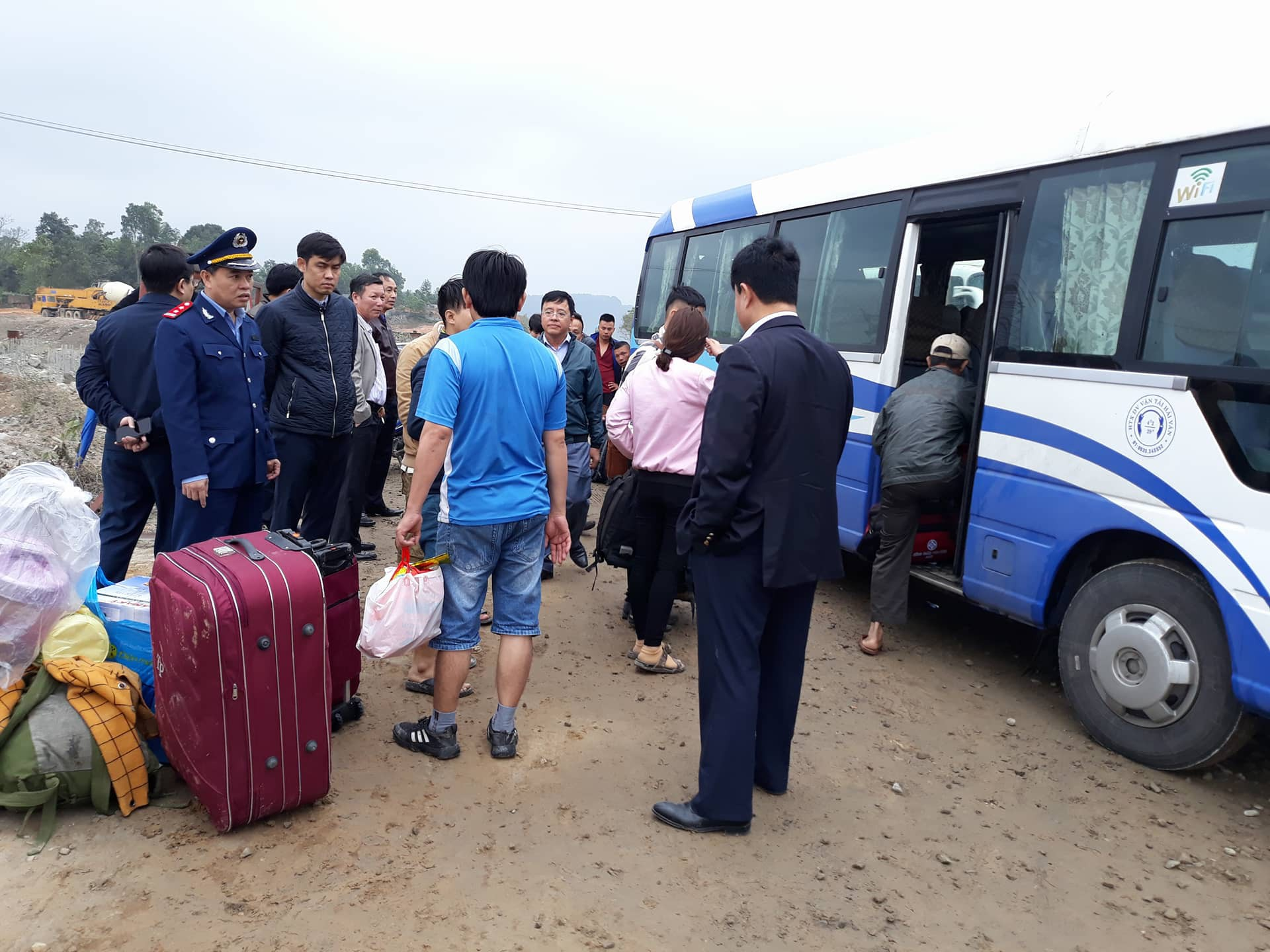 Chùm ảnh: Hiện trường vụ lật xe kinh hoàng ngày giáp Tết khiến 2 người chết, 11 người bị thương ở Đà Nẵng - Ảnh 14.