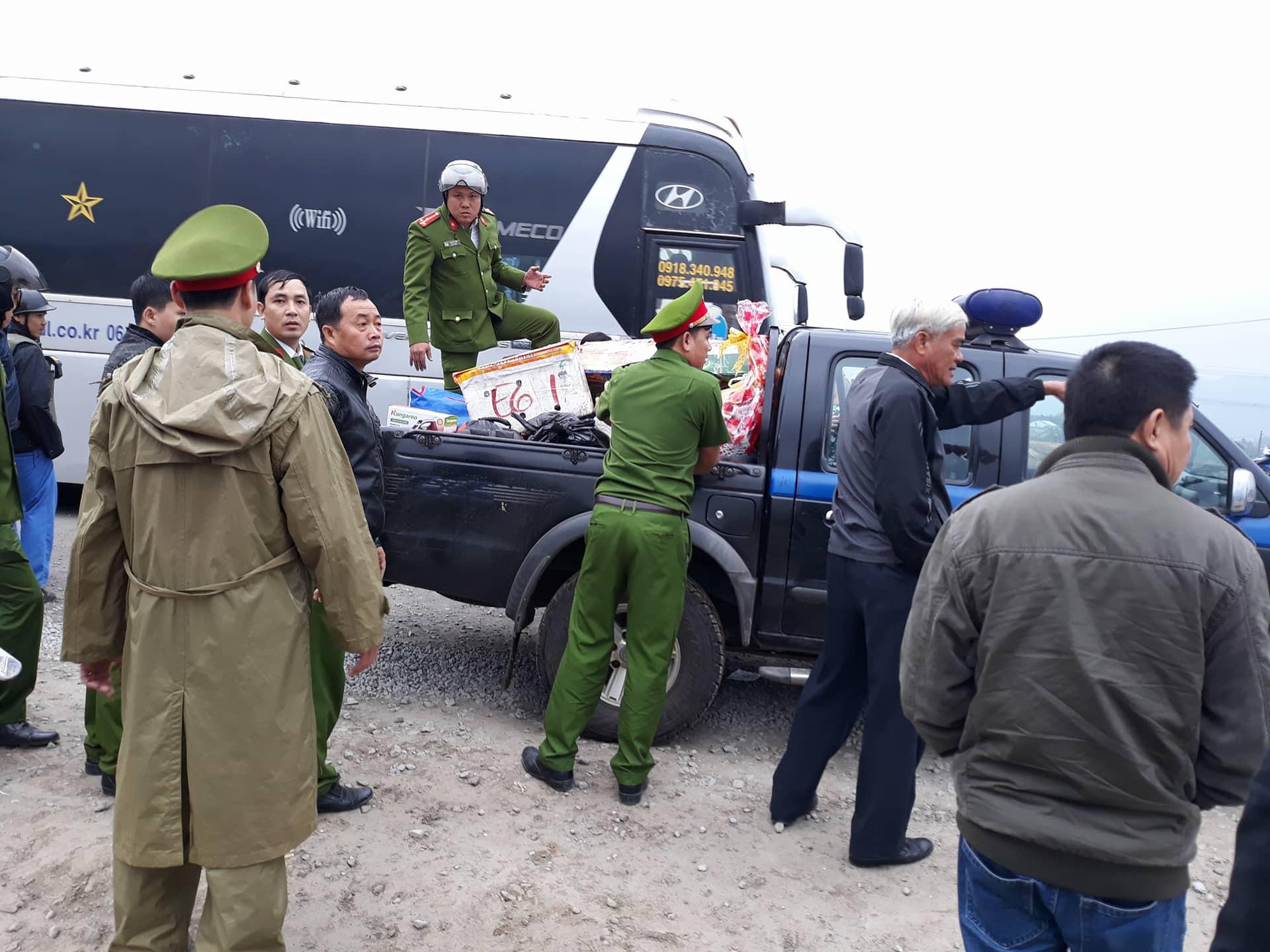Chùm ảnh: Hiện trường vụ lật xe kinh hoàng ngày giáp Tết khiến 2 người chết, 11 người bị thương ở Đà Nẵng - Ảnh 12.