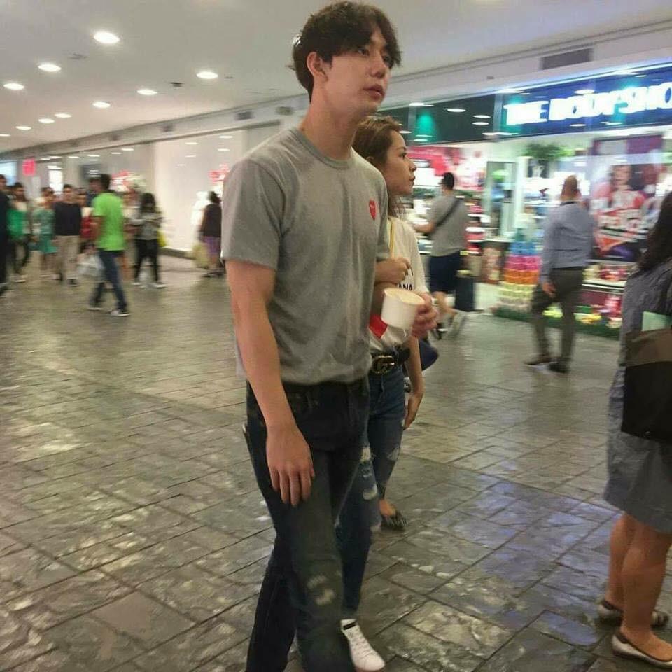 Chi Pu và bạn trai tin đồn người Hàn tiếp tục lộ ảnh khoác tay thân mật trên phố - Ảnh 1.