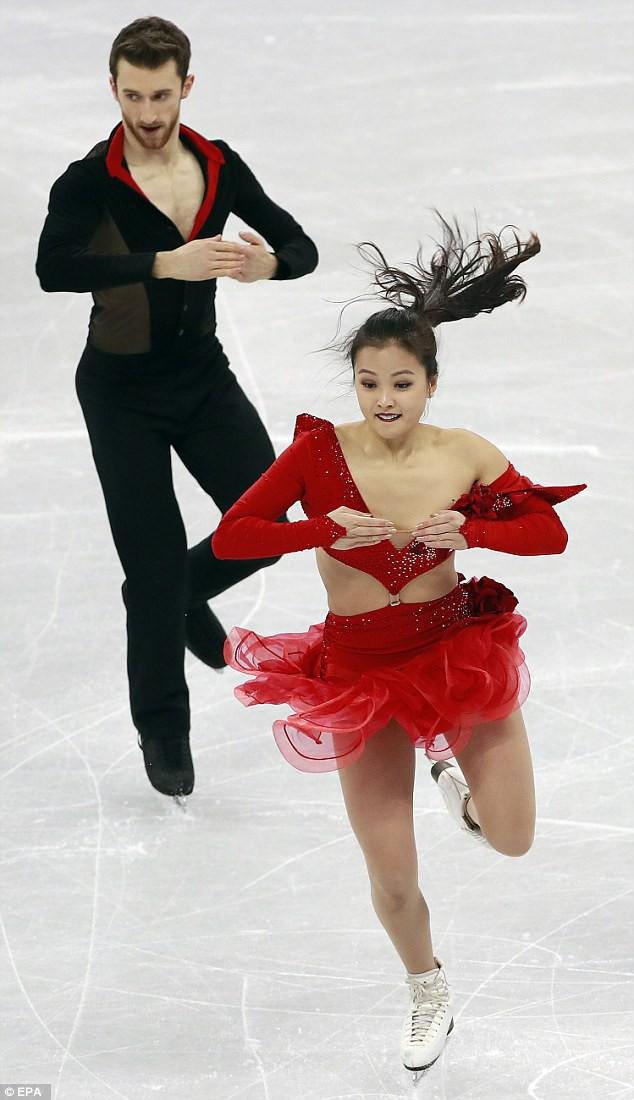 Nữ VĐV trượt băng nghệ thuật Hàn Quốc gặp sự cố tuột khuy áo khi biểu diễn ở Olympic - Ảnh 5.