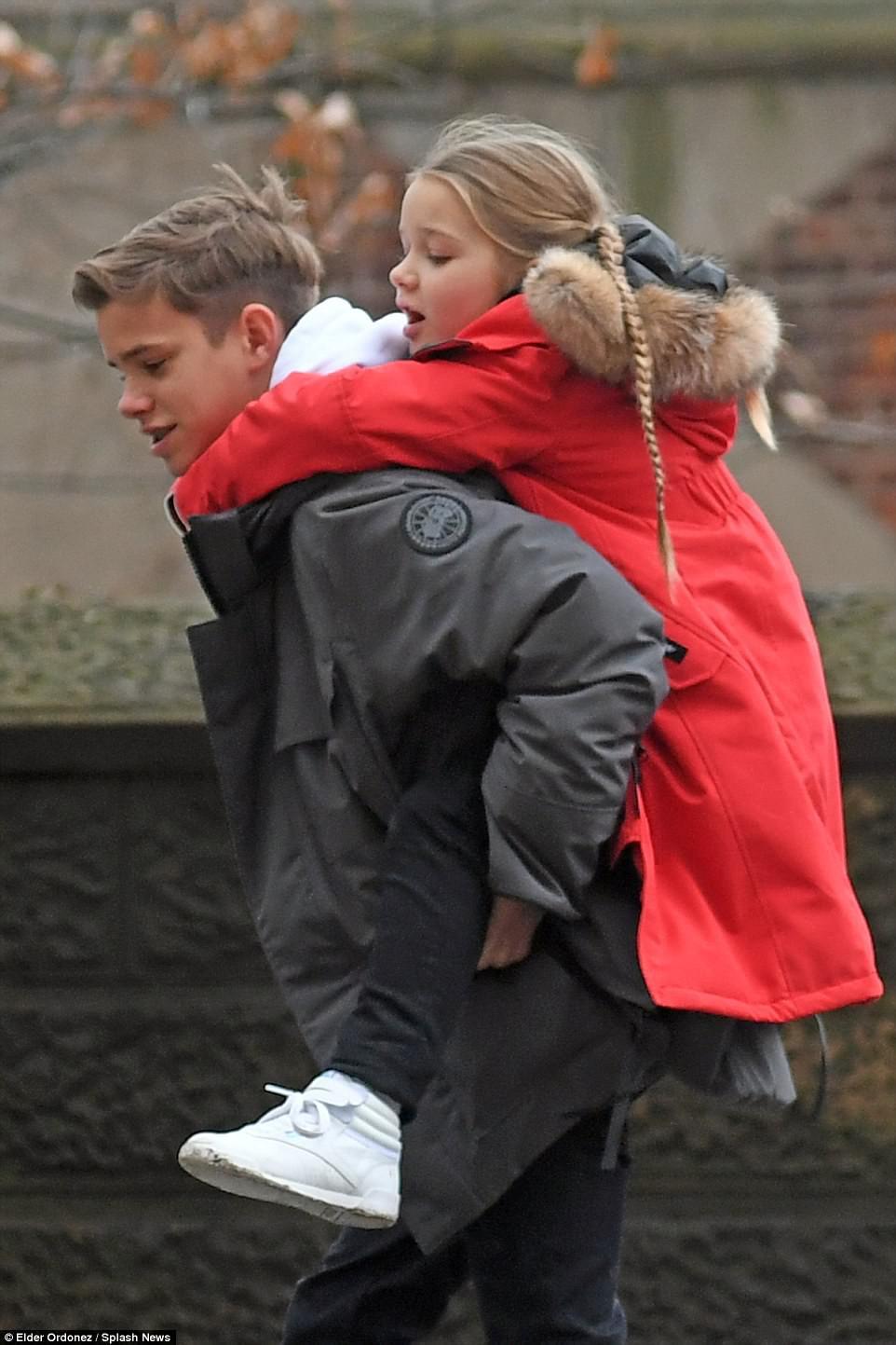 Càng lớn lại càng xinh đẹp, thảo nào Harper Beckham luôn được bố yêu chiều nhất nhà - Ảnh 10.