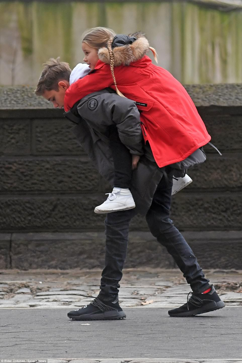 Càng lớn lại càng xinh đẹp, thảo nào Harper Beckham luôn được bố yêu chiều nhất nhà - Ảnh 12.