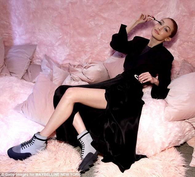 Bị tố dùng ma túy để giảm cân, Gigi Hadid bức xúc tiết lộ về căn bệnh khiến cô ngày một gầy đi - Ảnh 2.