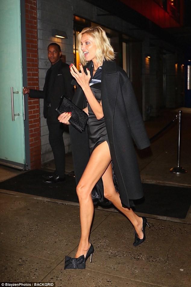 Là siêu mẫu hàng đầu, Kendall và Bella sở hữu những đôi chân khiến fan ngắm mãi không thôi - Ảnh 11.