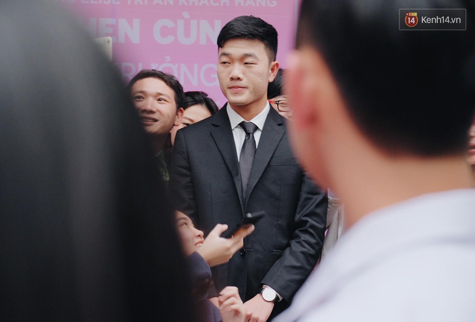 Xuân Trường đẹp trai như idol Hàn, bị fan vây kín khi tham gia sự kiện - Ảnh 5.