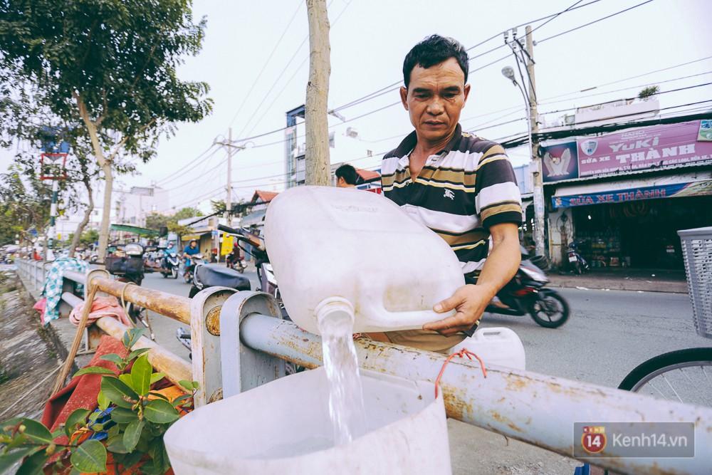 Tết bình dị của người dân xóm chài lênh đênh giữa Sài Gòn: Mâm cỗ đơn giản chỉ với mấy con cá khô - Ảnh 9.
